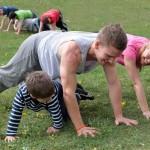Der Olympiapark ist schön grün und deshalb ein guter Trainingsort für die ganze Familie
